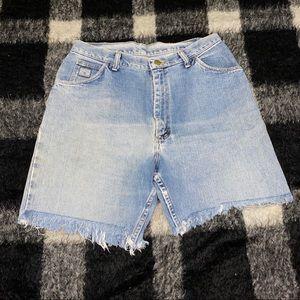 Vtg wrangler light wash denim distressed shorts 10
